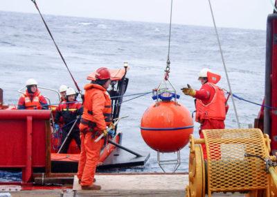 ADCP-Unterwasser-Boje der Deepwater Buoyancy, Inc. aus syntaktischem Schaum mit eingebautem 75 kHz Long Ranger ADCP der Teledyne RD Instruments