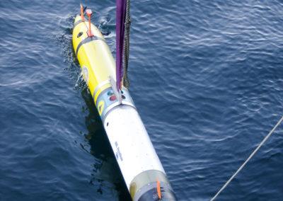 Autonomes Kongsberg HYDROID Unterwasserfahrzeug REMUS 600 beim Aussetzen