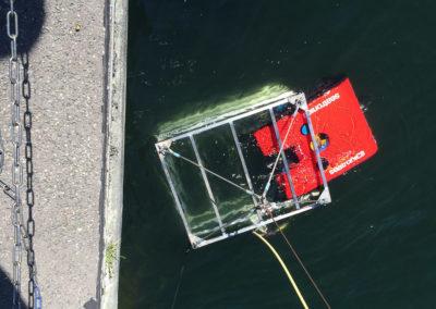 Seatronics Predator ROV (Remote Operated Vehicle) mit Schutzrahmen zum Aussetzen und sicheren Einholen sowie allen zur Inspektion und Navigation erforderlichen Geräten